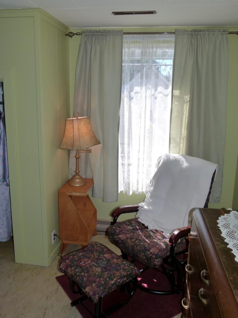 Chaise et fenetre